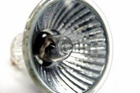 Ilustrační foto (www.shutterstock.com), halogenový zdroj světla