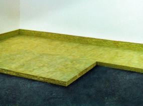 Interiérové podlahy musí být zvukotěsné.
