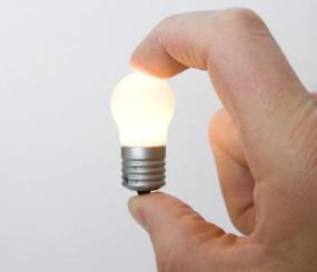Ilustrační foto (www.shutterstock.com), klasická žárovka s malým výkonem