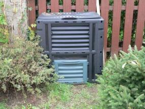 Kompostér s kompostem
