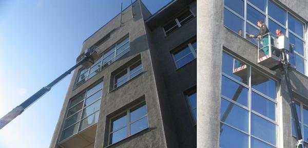 Foto: Gabriela Žehová, výškové práce - mytí oken