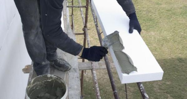 Ilustrační foto (www.shutterstock.com), kontaktní zateplení polystyrenovými deskami