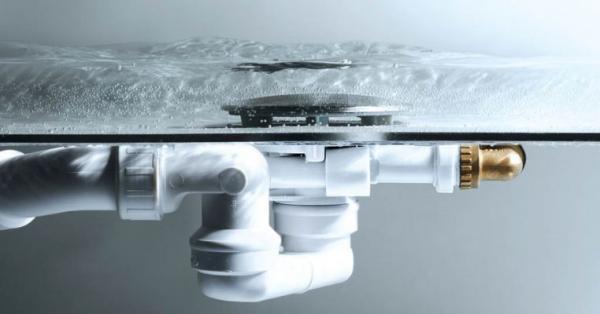 Jen málo okamžiků od začátku napouštění je přítok zcela bez hluku, nachází se pod hladinou vody.