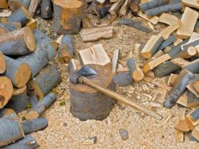 Ilustrační foto (www.shutterstock.com), štípané bukové palivové&nbspdřevo