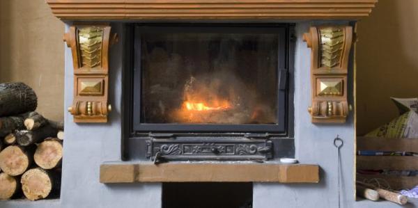 Ilustrační foto (www.shutterstock.com), historická klasika - krb, zmodernizovaný krbovou vložkou