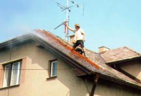 Foto: Redok, čištění střechy tlakem vody