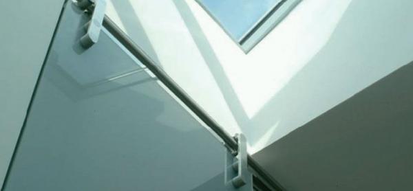 Foto: GLASS BLOCK, kování skleněných dveří