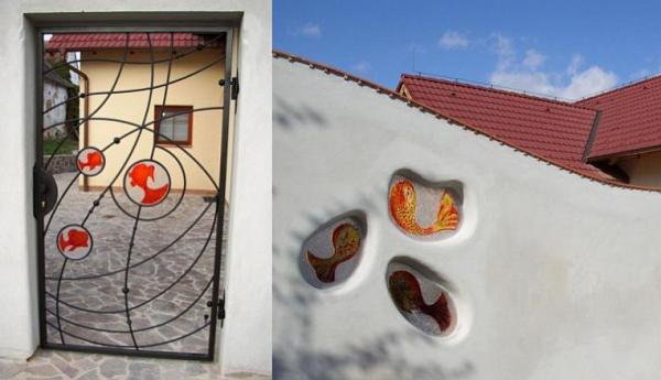 Realizace a foto A-SPEKTRUM, kovaná brána s vitrážemi a zděná zídka s fayporty(R)