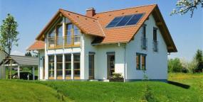 Foto: STIEBEL ELTRON, solární panely na střeše RD
