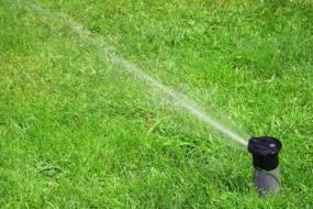 Automatické zavlažování trávníku