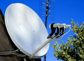 Ilustrační foto (www.shutterstock.com), satelitní anténa s více konvertory