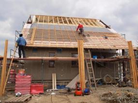 Foto: www.uspornedomy.cz, stavíme střechu