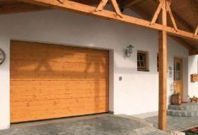 Foto: TOR-MASTER, dřevěná sekční vrata