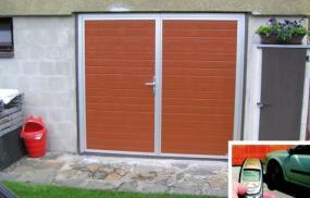 Foto: EUROBYT CB, křídlová garážová vrata