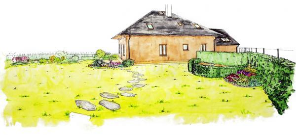 Pohled na dům ze zahrady. U plotu záhon na řezané květiny a užitkovou část ukrytou za živým plotem.