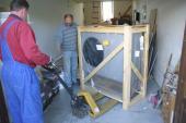 Foto: Regulus, Dnes zatím vše uskladníme do garáže. Montážní firma dorazí až zítra.