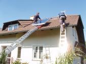 Foto: Regulus, Druhý kolektor putuje na střechu vzápětí.