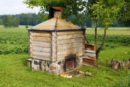 Ilustrační foto (www.shutterstock.com), historická udírna