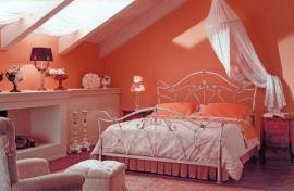 Ilustrační foto (www.shutterstock.com), Světlé a teplejší barvy patří do stísněného prostoru.