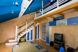 Ilustrační foto (www.shutterstock.com), Vysoký strop dětského pokoje? Děti rády šplhají do výšek - nechte je spát blíž ke hvězdám.