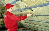 8. Mezi plechové profily vložíme druhou vrstvu tepelné izolace.