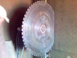 Foto: ZASTASPO, řezání stěnovou pilou - kotouč