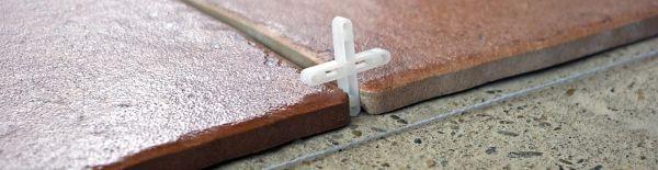 Ilustrační foto (www.shutterstock.com), pokládka keramické dlažby