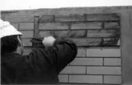 Foto: HELUZ, pokládka cihelných pásků