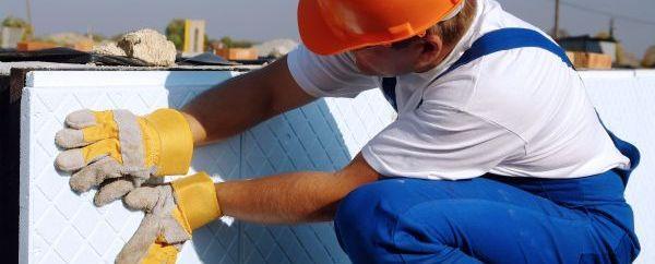 Ilustrační foto (www.shutterstock.com), venkovní zateplení soklu domu tvrzeným polystyrenem