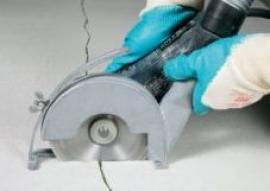 Foto: tvorba kolmé drážky k prasklině