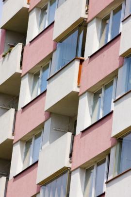 Ilustrační foto (www.shutterstock.com), zateplená fasáda panelového bytového domu