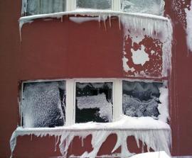 Ilustrační foto (www.shutterstock.com), zateplená fasáda domu v místě s extrémními klimatickými podmínkami