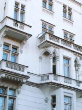 Foto: www.luxusni-mezonety.cz, detail fasády bytového domu
