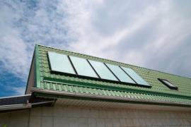Ilustrační foto (www.shutterstock.com), solární kolektory pro ohřev vody