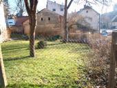 Foto: ČESKÉSTAVBY.cz, projektovaná zahrada ve výchozím stavu - pohled jihovýchodním směrem - předzahrádka