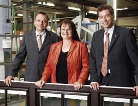 Foto: Internorm, 3. generace (zleva): Mag. Christian Klinger, Mag. Anette Klinger a DI (FH) Stephan Kubinger, MBA.