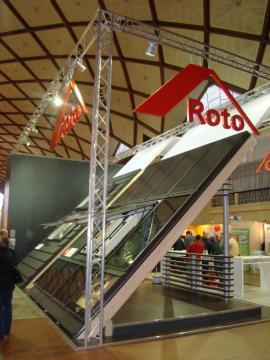 Foto: Roto, veletrh Střechy Praha 2011 - představení okna Roto Designo R8 s izolačním dvojsklem