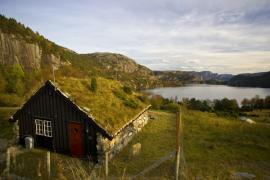 Ilustrační foto (www.shutterstock.com), tradiční norská šikmá zelená střecha
