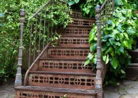 Ilustrační foto (www.shutterstock.com), staré ocelové schody vypadají zajímavě i zrezivělé - rez působí přirozeným dojmem