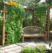 Ilustrační foto (www.shutterstock.com), dřevěná pergola a lavice