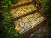 Ilustrační foto (www.shutterstock.com), schodiště, kde je kombinován kámen a beton