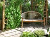 Ilustrační foto (www.shutterstock.com), lavička stíněná pergolou