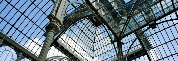 Ilustrační foto (www.shutterstock.com), velkorysá konstrukce vytápěného skleníku botanické zahrady