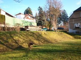 Foto: ČESKÉSTAVBY.cz, travní plochy jsou na naší zahradě ve velmi dobrém stavu