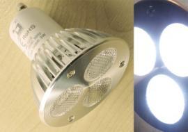 Foto: eshop.svitidla.cz, úsporná LED žárovka