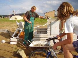Foto: ČESKÉSTAVBY.cz, výstavba kapličky pro HUP, vedle stojí kaplička pro elektřinu
