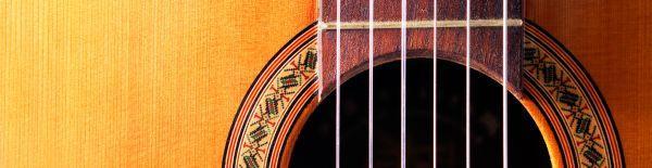 Ilustrační foto (www.shutterstock.com), běžně se s francouzskou politurou setkáme u hudebních nástrojů