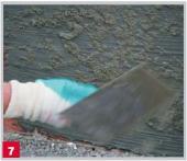 Omítkový podhoz: Na povrch zreagované izolace se celoplošně nanese omítkový podhoz Vorspritzmörtel  nebo Vorspritzmörtel schnell.