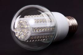 Ilustrační foto (www.shutterstock.com), LED žárovka s klasickým závitem, určená pro běžná svítidla