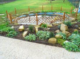Foto: SLZA, realizovaná zahrada - kout s jezírkem